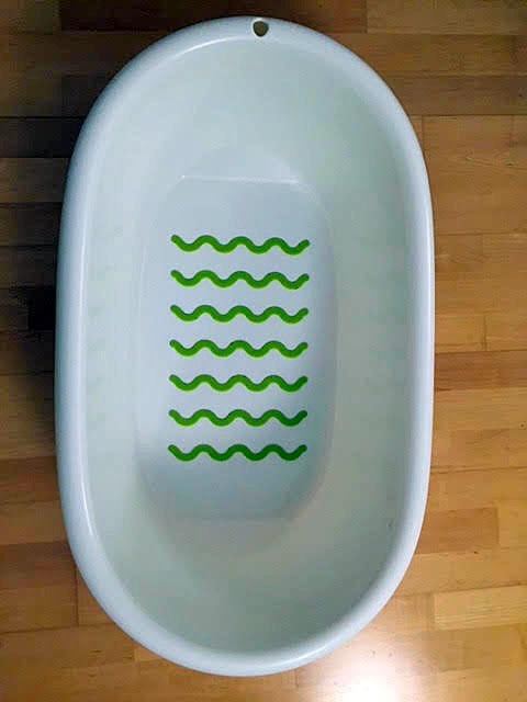 The baby's bath tub that Ann used. The green ripples are anti-skid. They aid in avoiding the baby to slide. For older babies it helps to have them sit still without slidding.