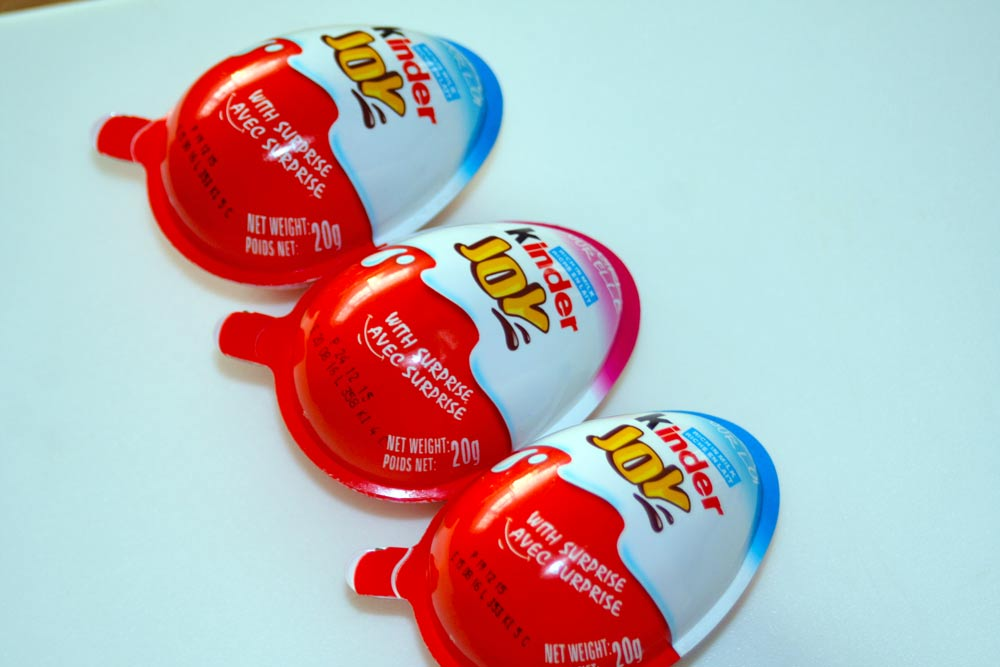 The Kinder Joys with the blue lining at the top are for boys, while the one with pink is for girls.
